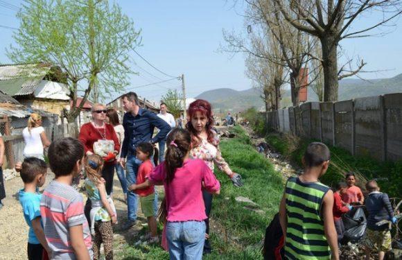 7.04.2016 Ziua curateniei in comunitatea de romi